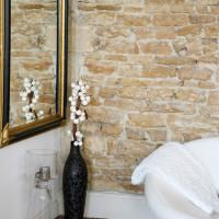 décoration intérieure miroir fauteuil vase